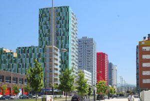 800px-Bulevar_de_Salburua,_Vitoria-Gastiez